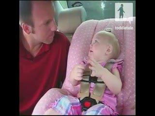 Bebé poseido por un alienigena hablando