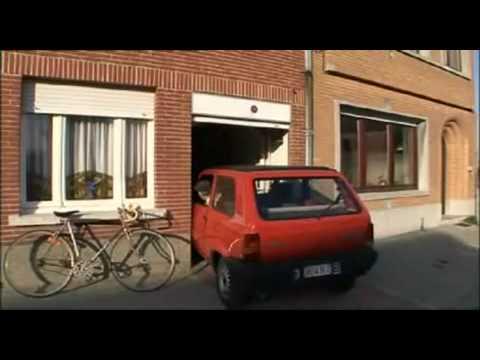El hombre con el aparcamiento mas estrecho del mundo